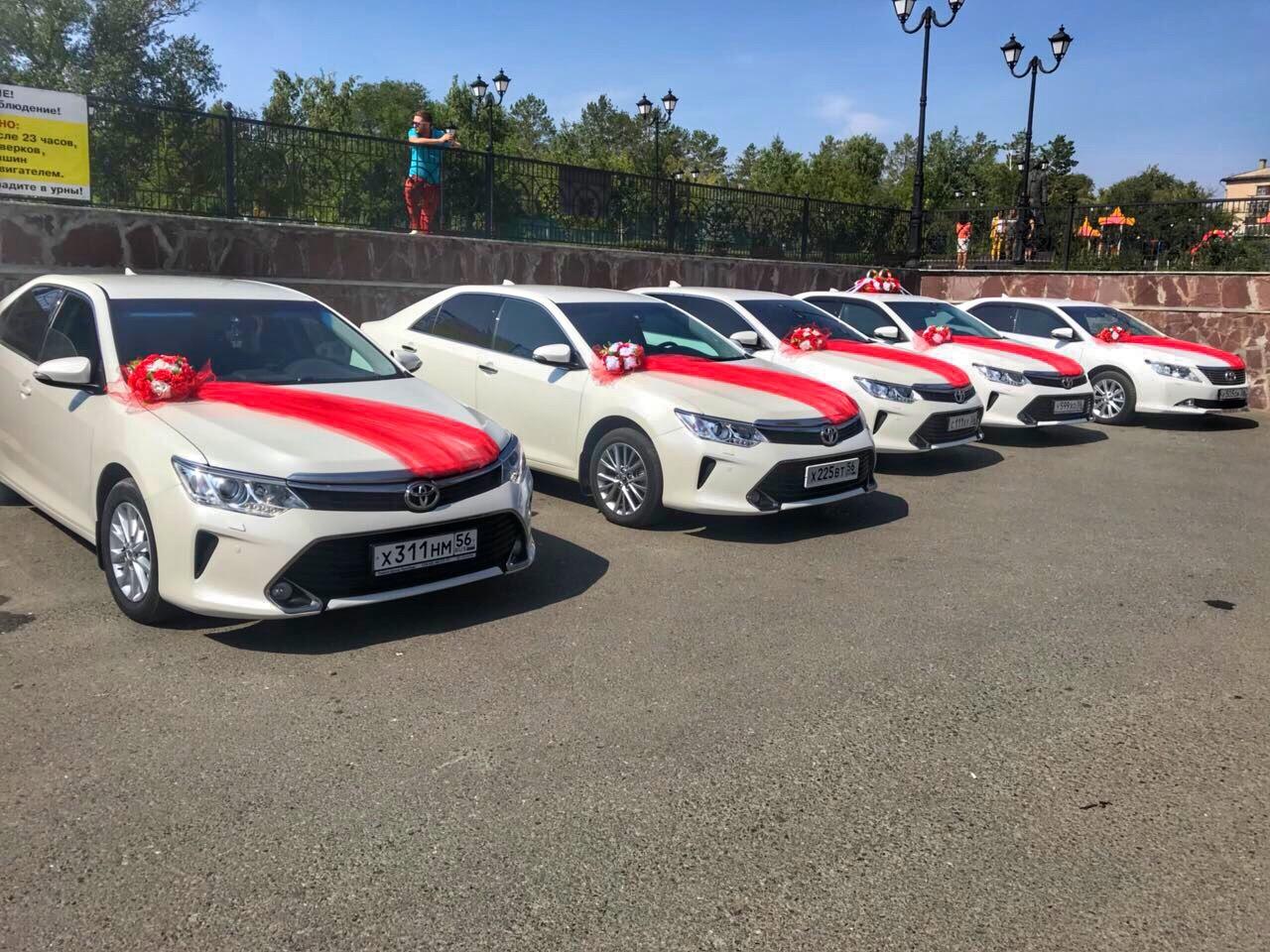 Авто на свадьбу Toyota Camry ( белая, черная)